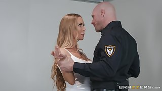 Attractive chick Nicole Aniston adores good fuck on the table