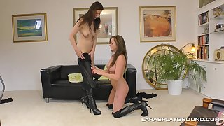 British lesbian pornstar Holly Kiss seduces her girlfriend